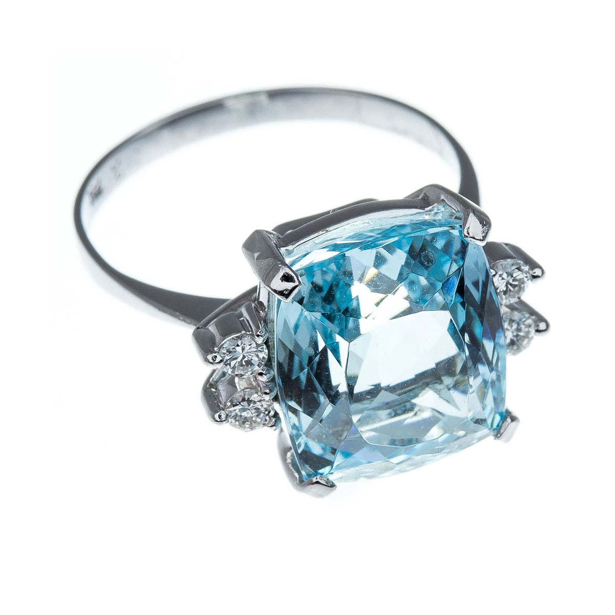18ct white gold, aquamarine & diamond dress ring